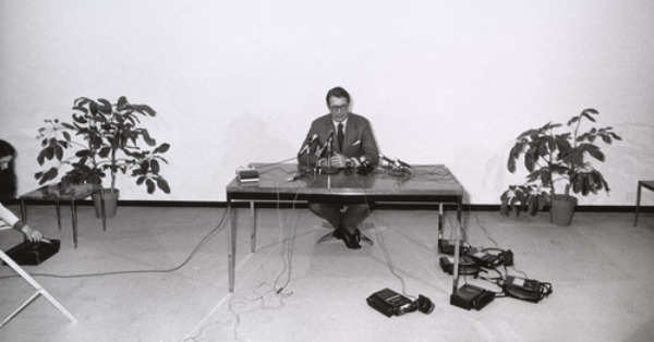 elliot richardson press conference gary winogrand photo 1981